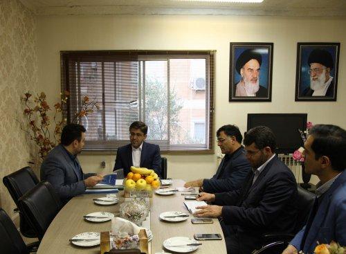 مدیرکل تعاون،کار و رفاه اجتماعی گلستان و نماینده مردم غرب استان در مجلس شورای اسلامی با یکدیگر دیدار و گفتگو کردند.