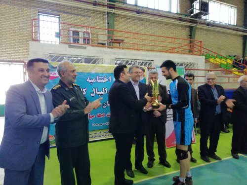 به مناسبت دهه فجر برگزار شد: مسابقات والیبال کارگری استان