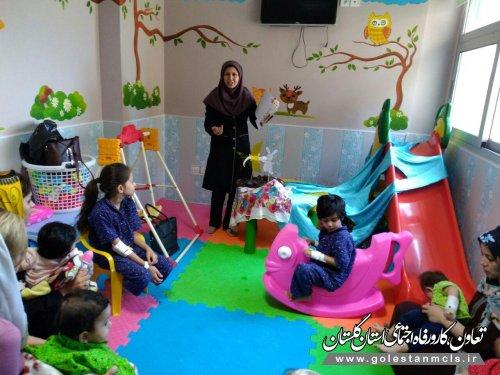 قصه گویی وشعر خوانی برای کودکان بستری دربیمارستان خاتم الانبیاء(ص)گنبد کاووس