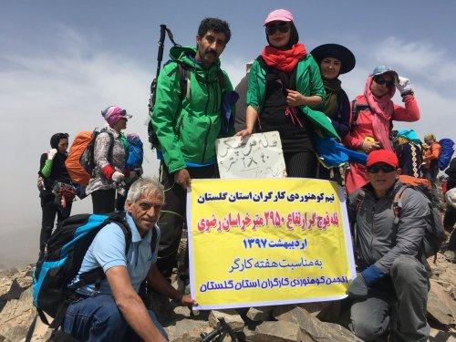 صعود تیم کوهنوردی کارگران گرگان به قله قوچگر