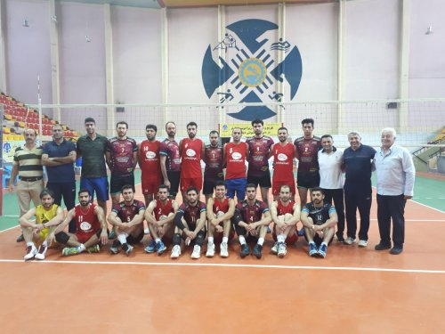 گلستان مقام سوم رقابت های قهرمانی والیبال کارگران کشور را کسب کرد