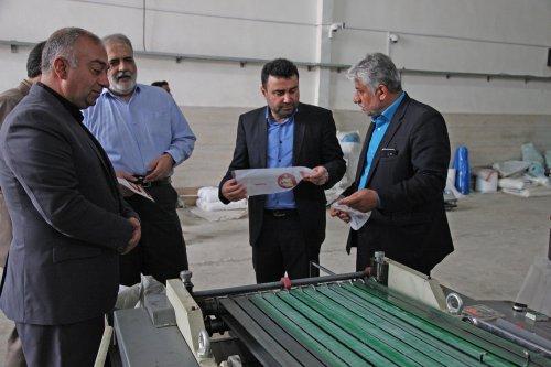گزارش تصیری بازدید مدیرکل تعاون، کار و رفاه اجتماعی گلستان از واحدهای صنعتی آزادشهر