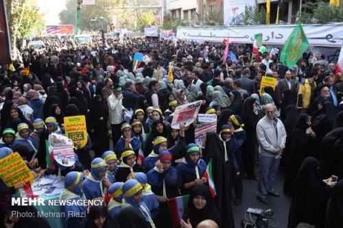 حضور خانواده تعاون کار و رفاه اجتماعی گلستان به همراه جامعه کار و تلاش در راهپیمایی 13 آبان