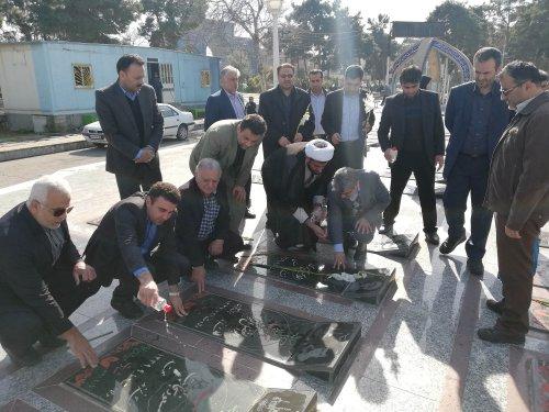 با حضور اعضای کمیته کارگری دهه فجر استان گلستان انجام شد: ادای احترام به مقام شهدای شهرستان گرگان