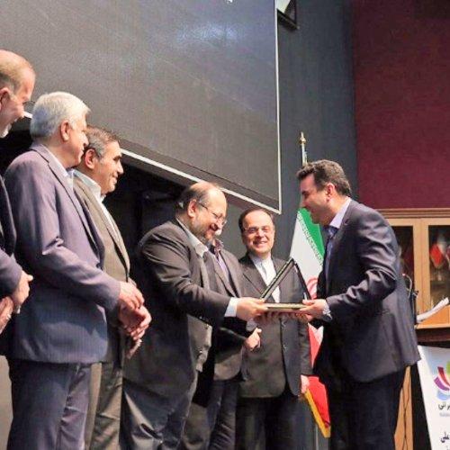 اعطای نشان ملی تعاون به مدیرکل تعاون، کار و رفاه اجتماعی گلستان