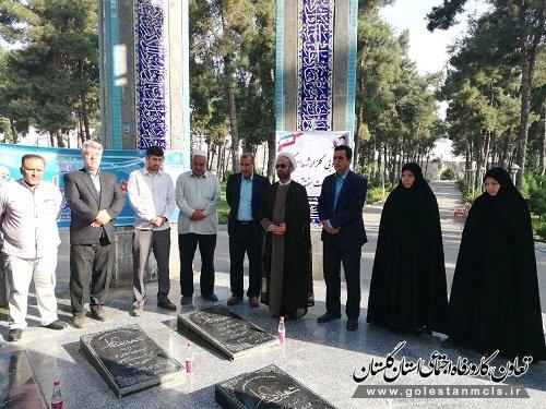 به مناسبت هفته تعاون صورت گرفت: غبار روبی و عطرافشانی گلزار شهدای گمنام شهرستان گنبدکاووس